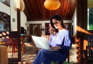 Ludmila Abreu: A especialista da Praia da Pipa que vai te ajudar a investir certo